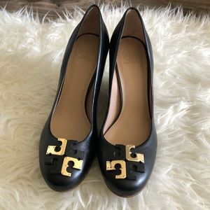 Tory Burch Leather Wedge Heels size 8.5 blk gold